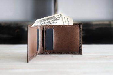 minimalist bifold wallet