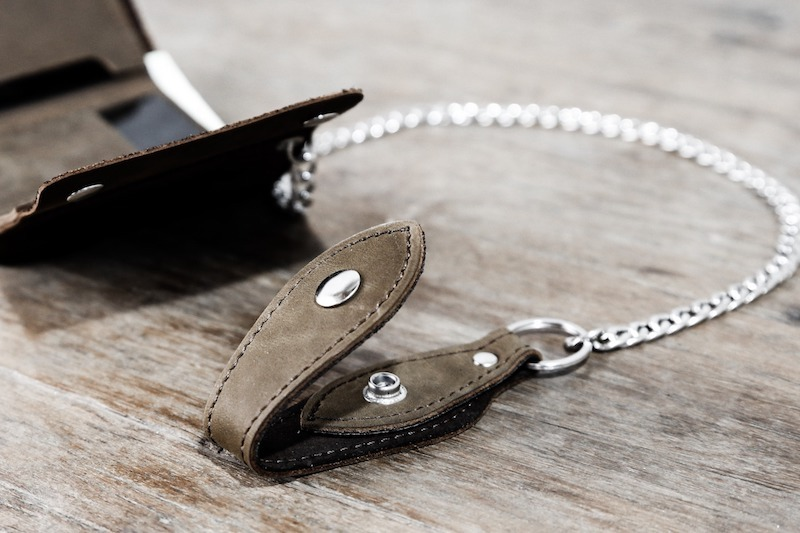 Trifold Wallet with Chain 4