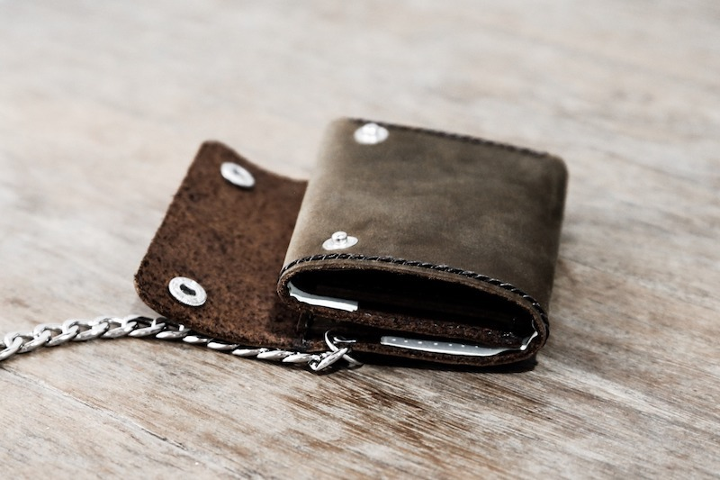 Trifold Wallet with Chain 7