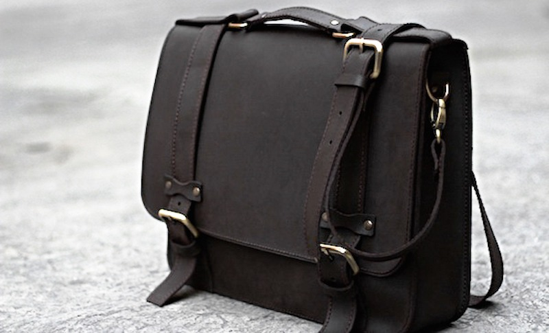 Dark Chocolate Oiled Leather Messenger Bag | PURSUIT_